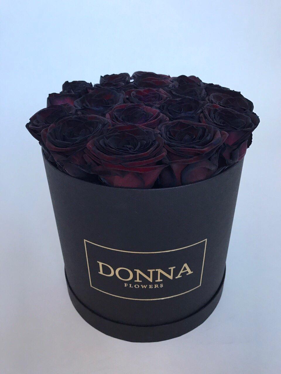 Розы черные в коробке